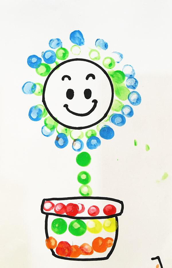 小班幼儿作品《快乐的小花》
